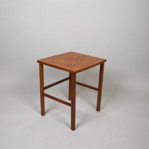 Yöpöytä/kukkataso